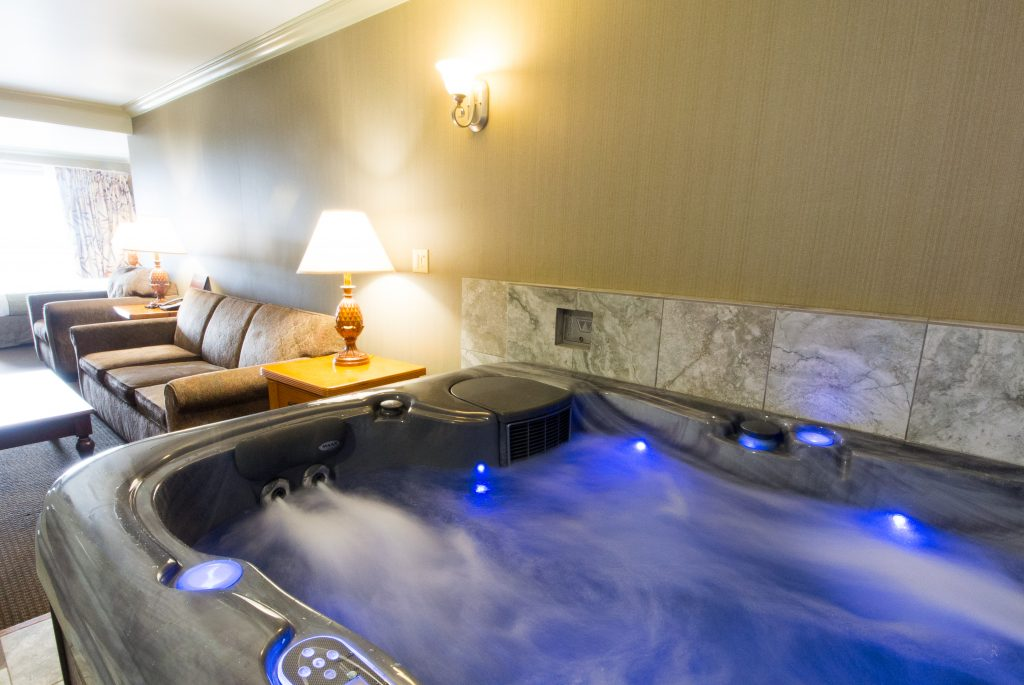King Hot Tub Suite At The Beachcomber Motel Fort Bragg Mendocino Ca Hotel Rooms